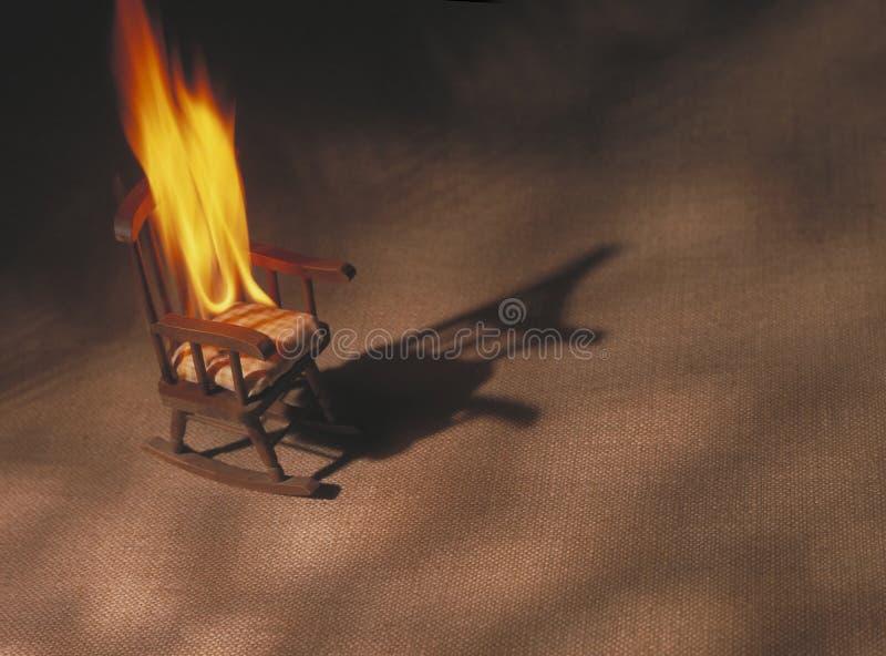 Cadeira de balanço no incêndio fotografia de stock