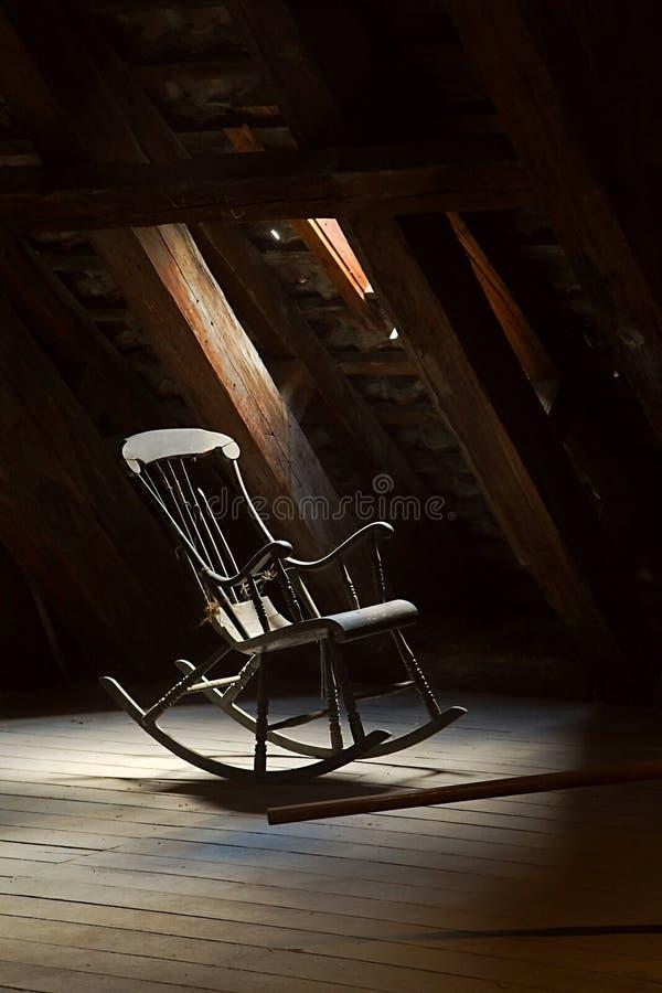 Cadeira de balanço velha fotos de stock