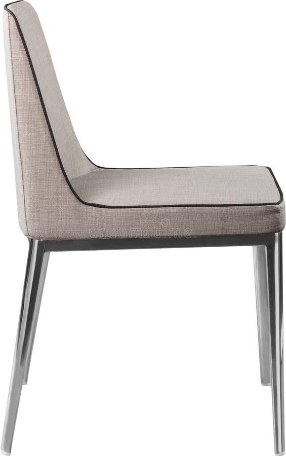 Cadeira de jantar cinzenta do desenhista nos pés do cromo Cadeira macia moderna isolada no fundo branco fotos de stock