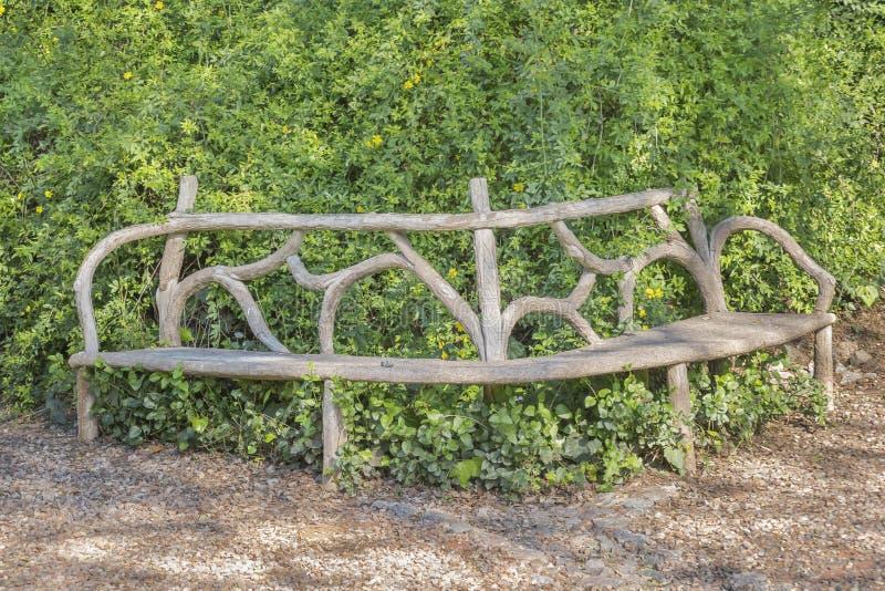 Cadeira de madeira Crafted original no parque fotografia de stock royalty free