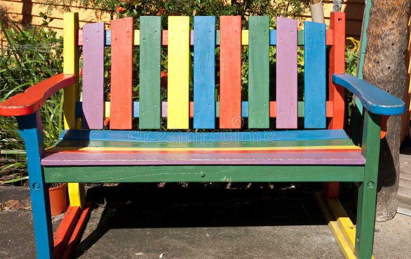 Cadeira de madeira do slat. fotografia de stock