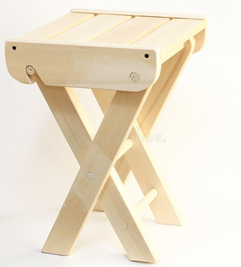 Cadeira de madeira isolada em um fundo branco foto de stock royalty free