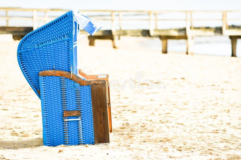 Download Cadeira De Praia Encapuçado Foto de Stock - Imagem de praia, cópia: 29841614