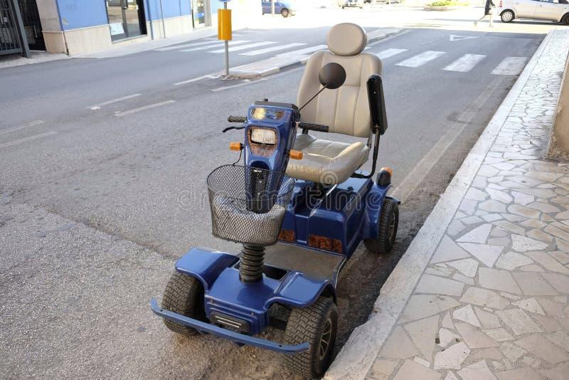Cadeira de rodas elétrica fotos de stock royalty free