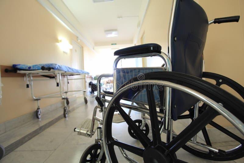 Cadeira de rodas em um hospital imagem de stock royalty free