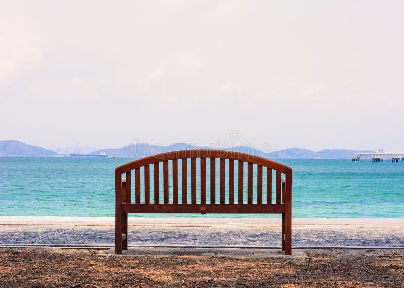Cadeira de TheThe pelo oceano imagem de stock royalty free