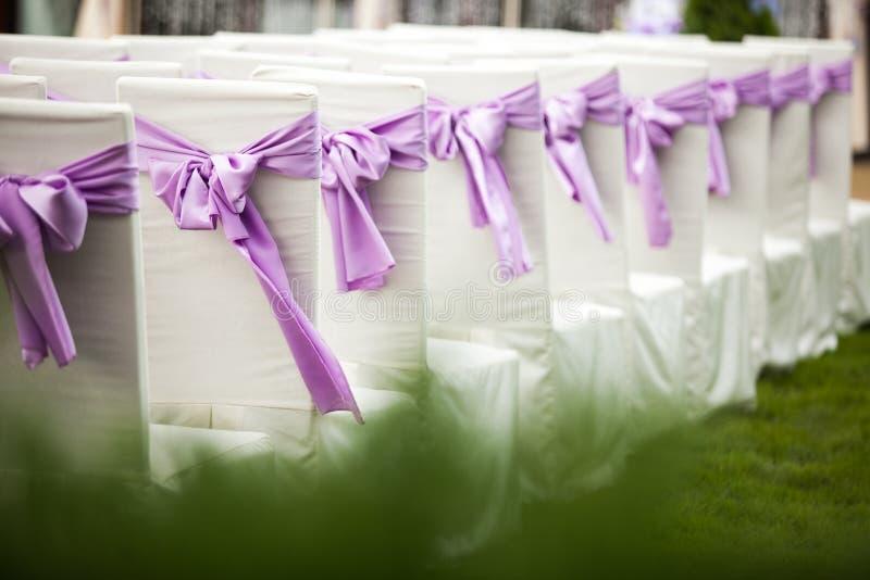 Cadeira decorada do casamento fotografia de stock