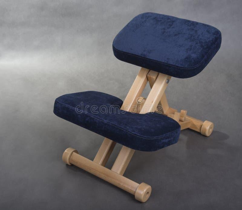 Cadeira do ajoelhamento para o assento saudável Apoio da cadeira do joelho sua parte traseira fotografia de stock royalty free