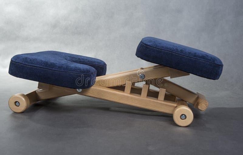 Cadeira do ajoelhamento para o assento saudável Apoio da cadeira do joelho sua parte traseira imagem de stock