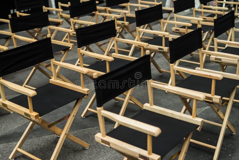 Cadeira do diretor, tamboretes na sala de espera foto de stock