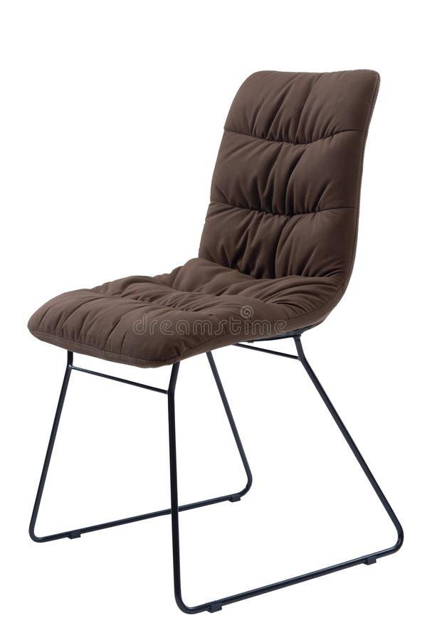 Cadeira do escritório de Brown única coberta com um pano macio Cadeira moderna sem braço isolado no fundo branco, dianteiro fotografia de stock
