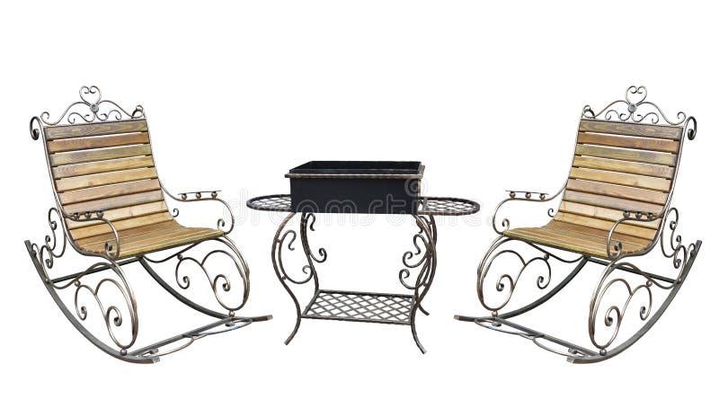 Cadeira do metall e isolado roching forjados bonitos da grade do assado imagens de stock royalty free