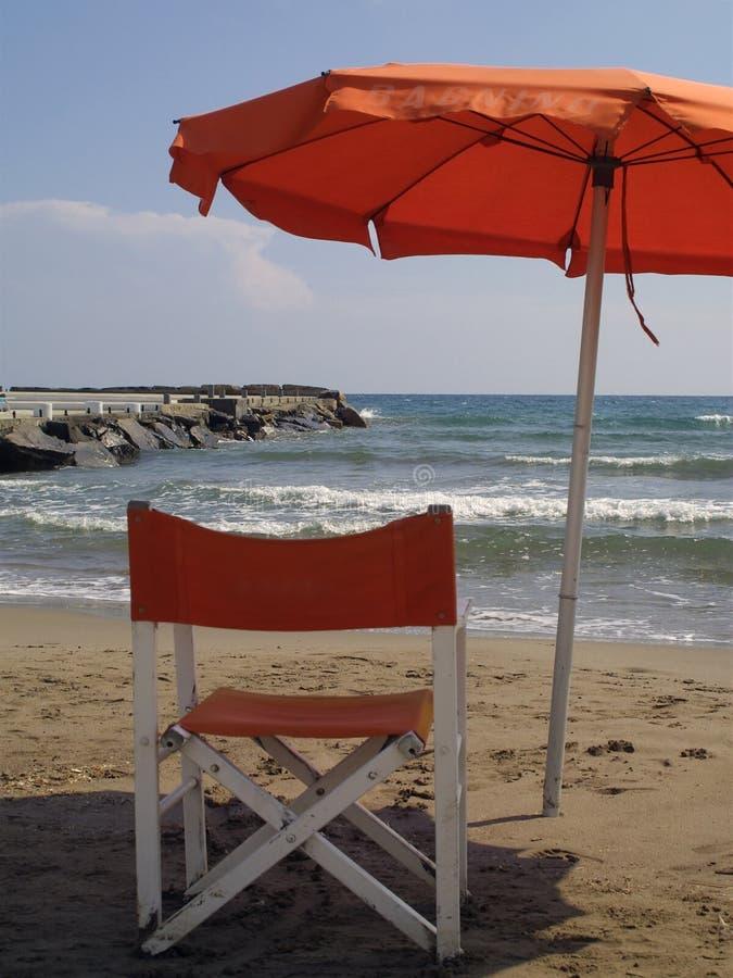 Download Cadeira E Guarda-chuva Na Praia Foto de Stock - Imagem de turista, feriados: 115012