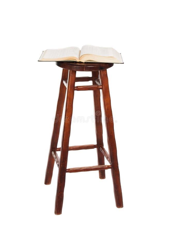 Cadeira e o livro fotos de stock royalty free