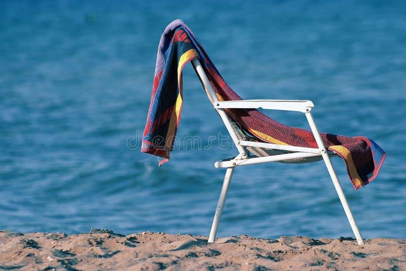 Cadeira E Toalha Fotos de Stock Royalty Free