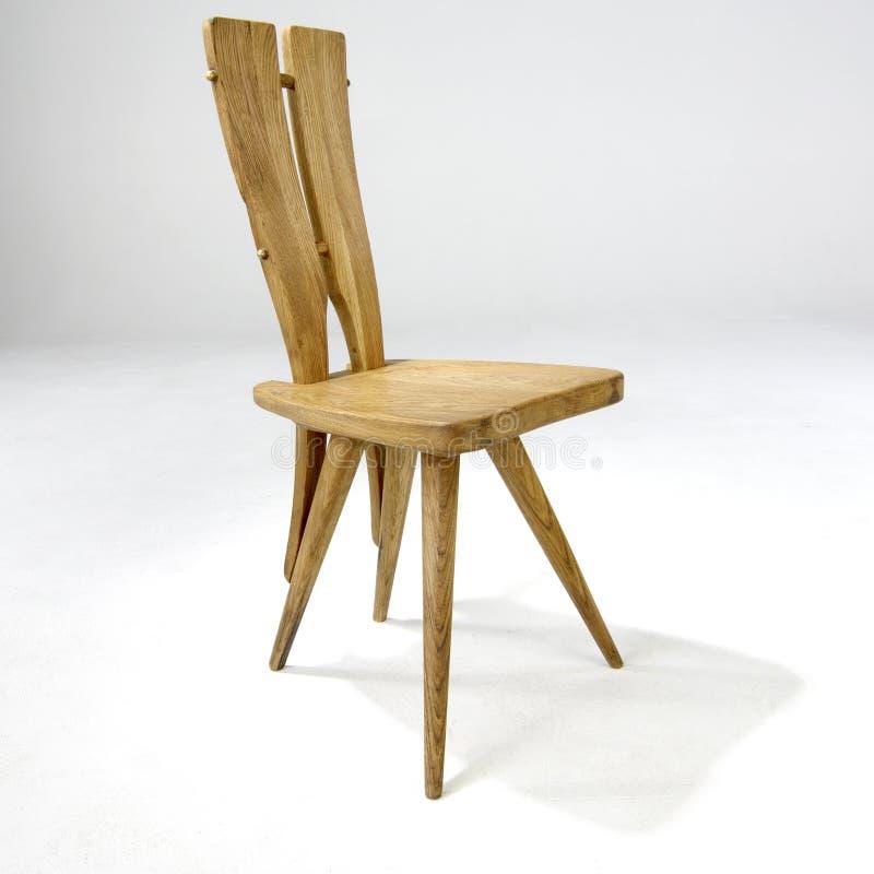 Cadeira lateral de madeira de projeto moderno fotografia de stock