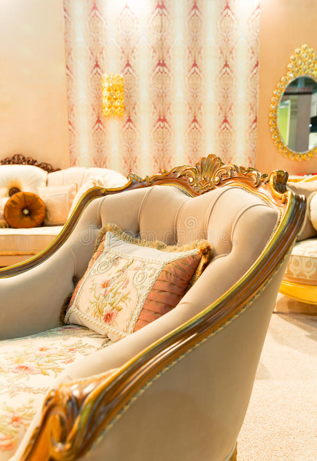 Cadeira luxuosa no interior da forma imagem de stock