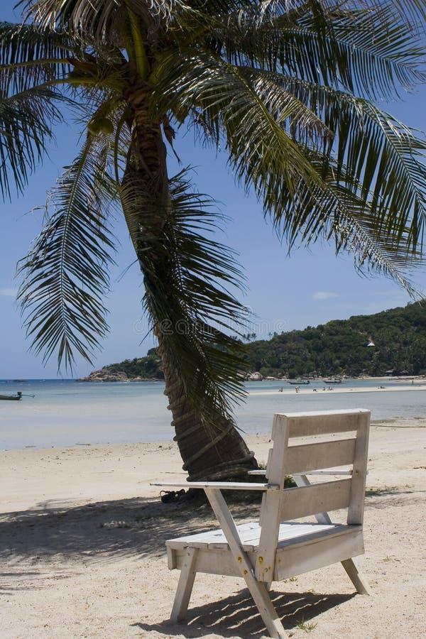 Cadeira na praia do oceano foto de stock royalty free