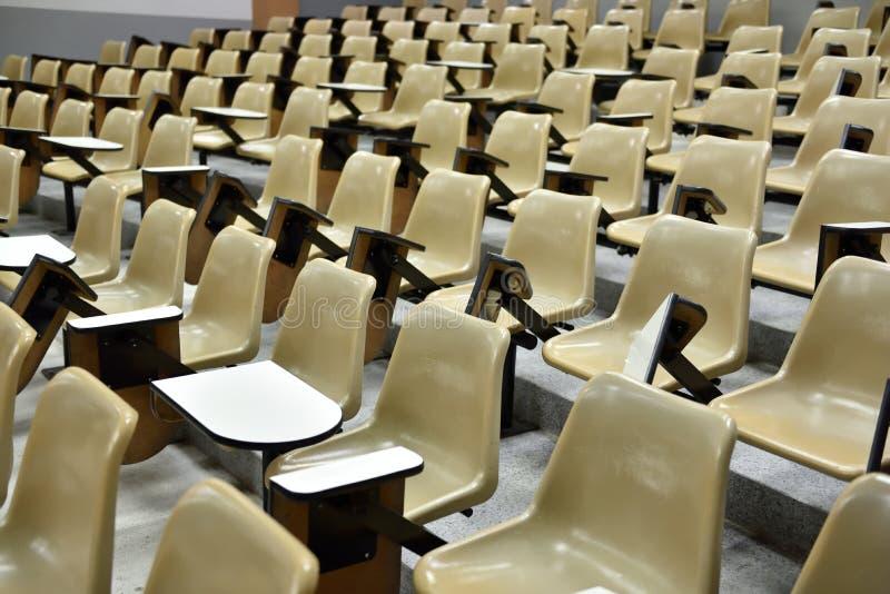 Cadeira na sala de aula imagens de stock royalty free