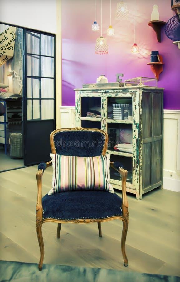 Cadeira no interior home imagens de stock