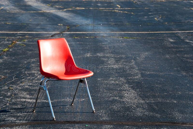 Cadeira no lote de estacionamento fotos de stock royalty free
