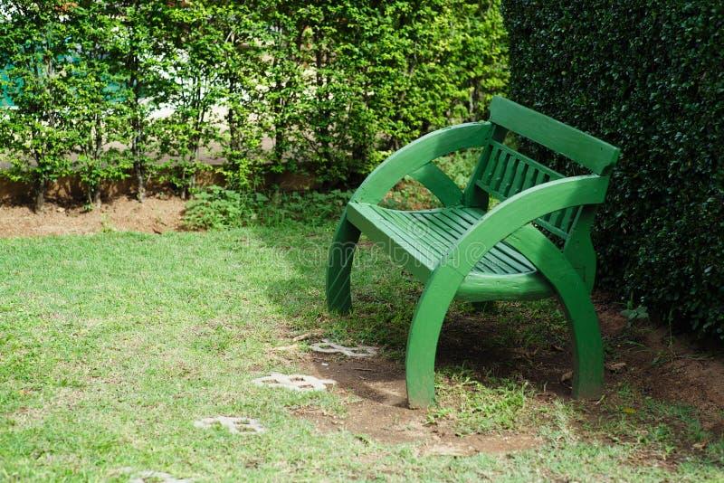 Cadeira original verde de madeira foto de stock