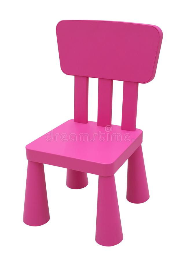Cadeira plástica cor-de-rosa pequena do ` s das crianças isolada no branco fotos de stock royalty free