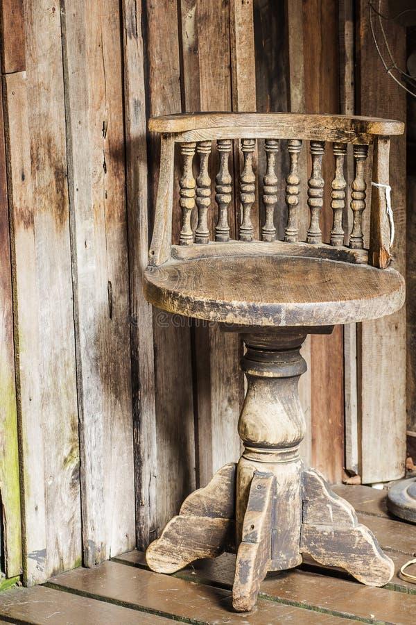 Cadeira velha imagem de stock royalty free