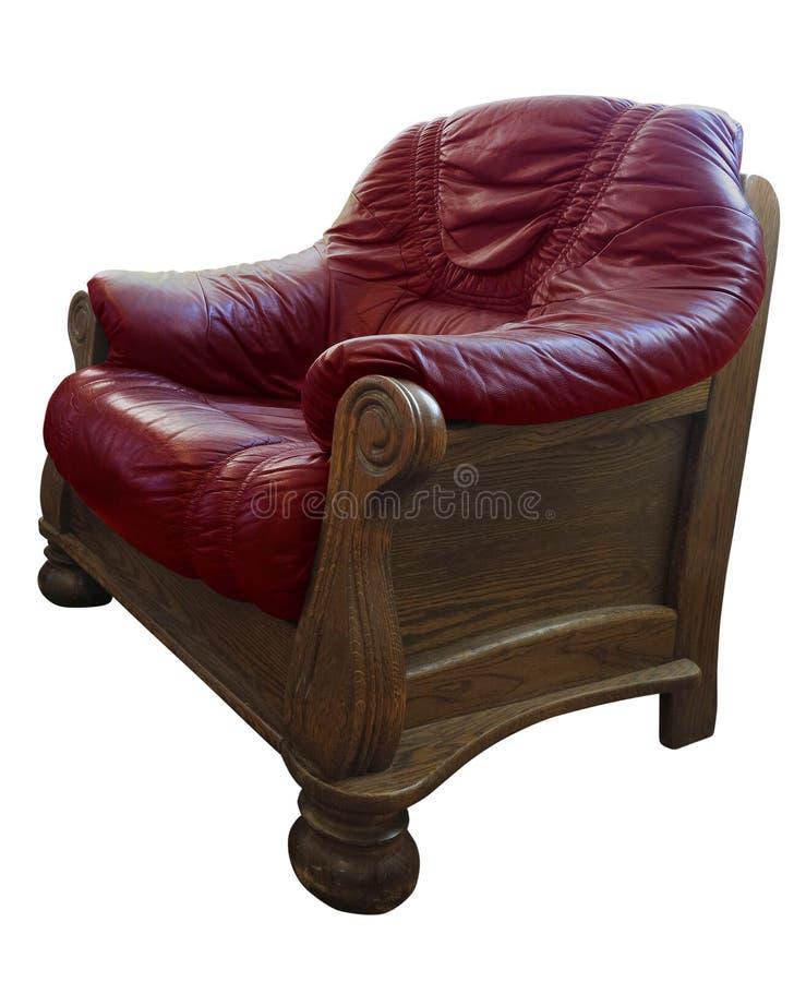 Cadeira vermelha velha de couro clássico de madeira isolada em fundo branco fotos de stock royalty free