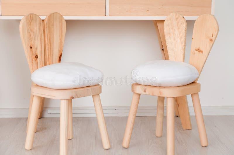 2 cadeiras com as orelhas do coelho no berçário fotografia de stock royalty free