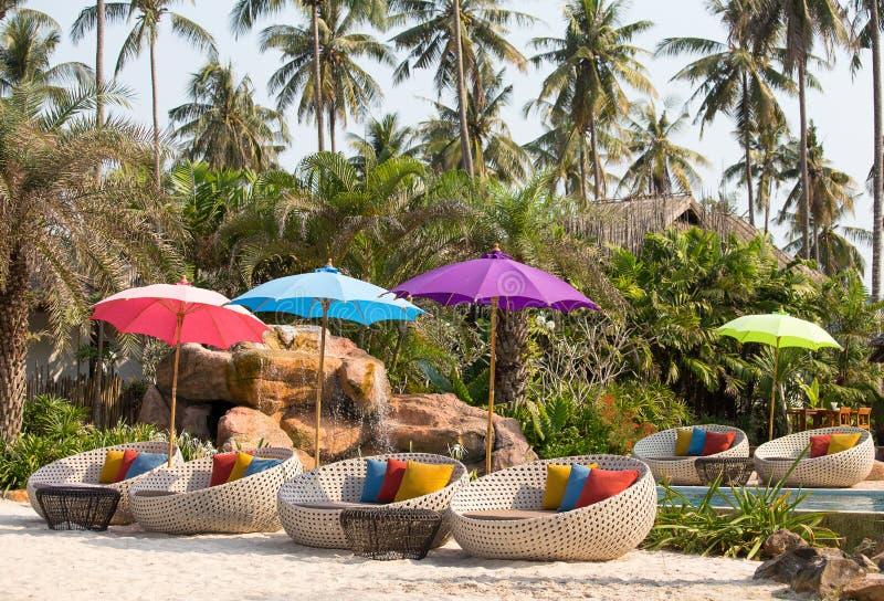 Cadeiras da piscina e de praia imagens de stock royalty free