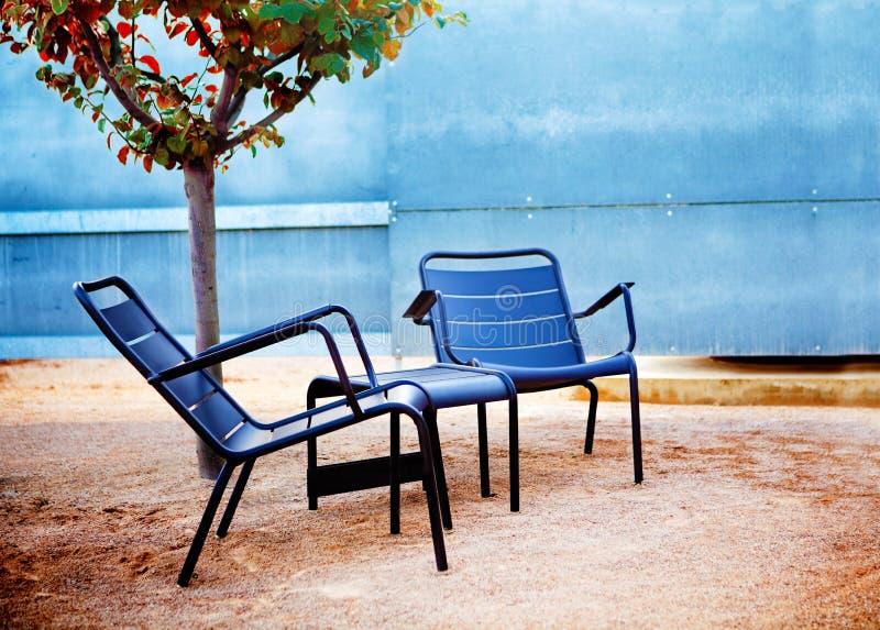 Cadeiras de jardim fotos de stock