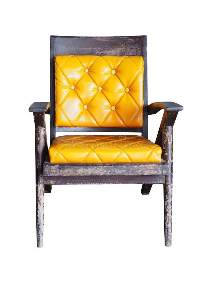 Cadeiras de madeira velhas do vintage com o coxim amarelo isolado fotos de stock
