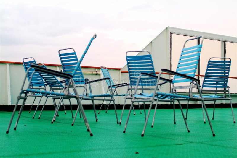 Cadeiras de plataforma vagas fotos de stock royalty free