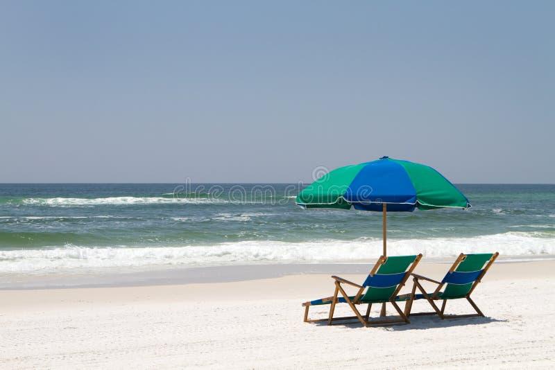 Cadeiras de praia de Walton do forte fotografia de stock