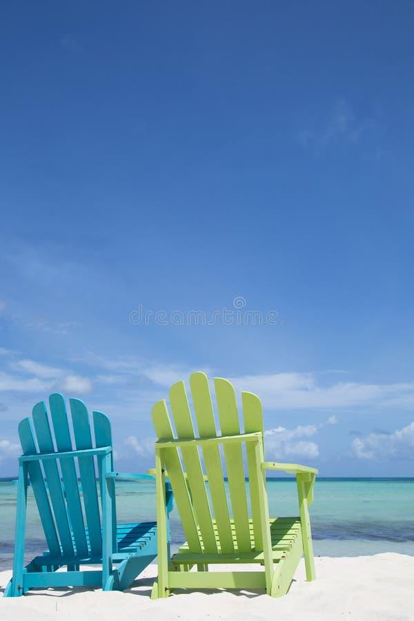 Cadeiras de praia do Cararibe fotografia de stock royalty free