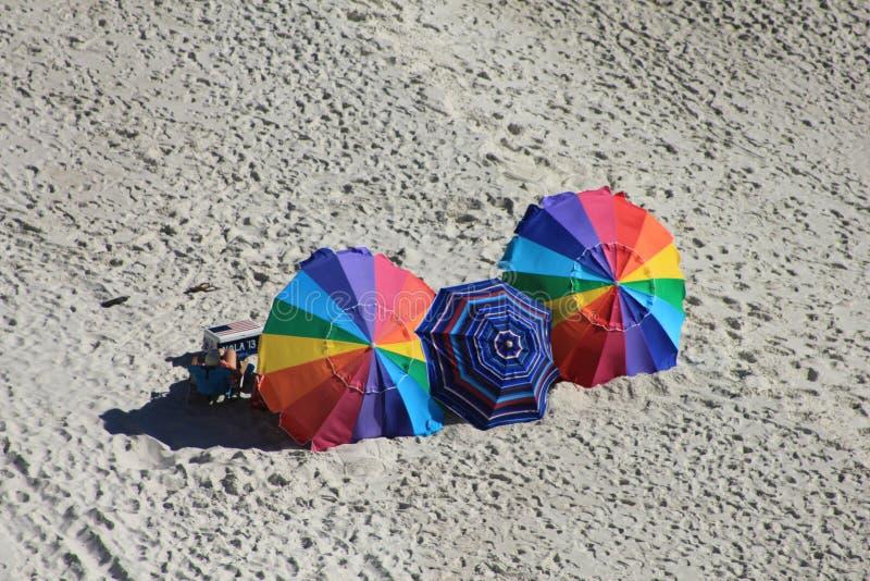 Cadeiras de praia do Golfo do México da praia da Cidade do Panamá coloridas perto do por do sol pitoresco imagens de stock