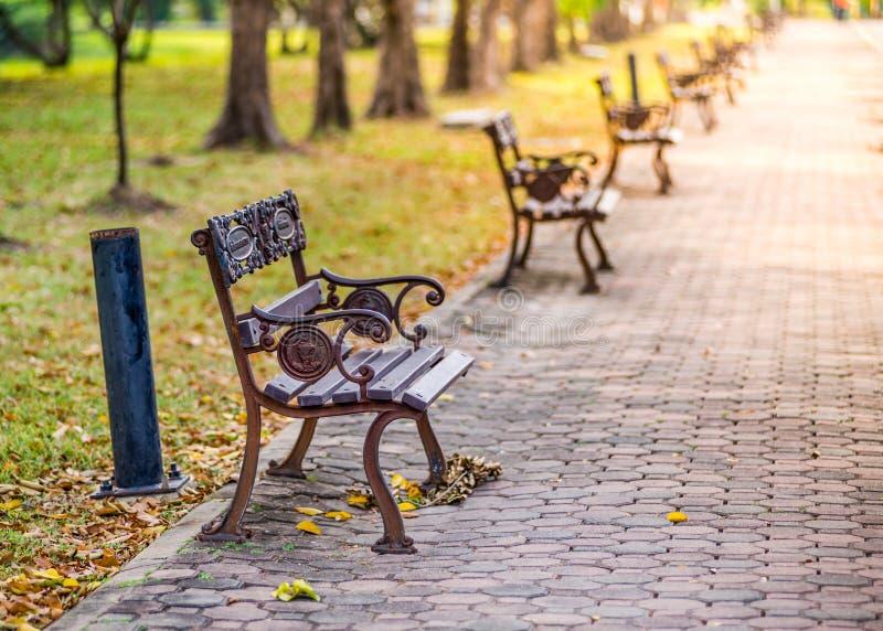 Cadeiras em público parque, Banguecoque imagem de stock