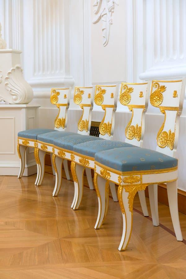 Cadeiras feitos a mão do vintage fotografia de stock