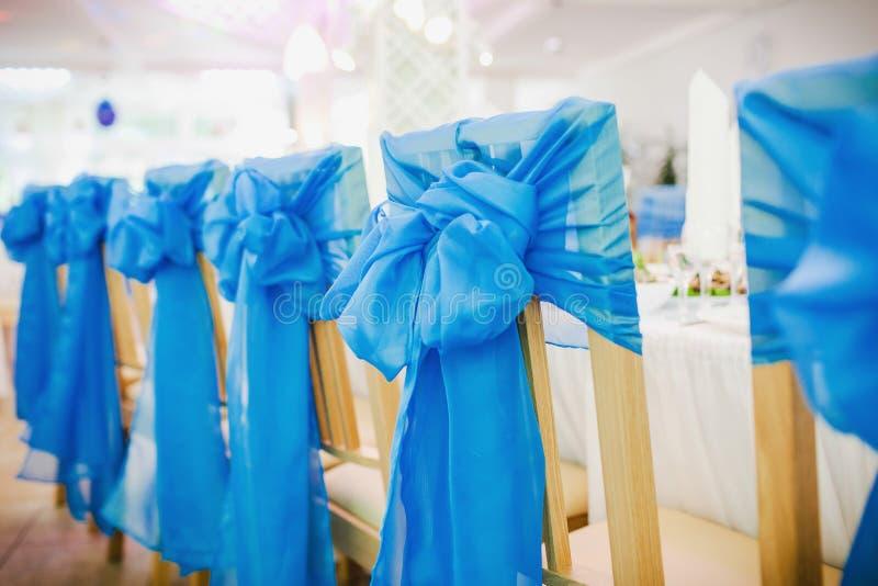 Cadeiras vazias do casamento foto de stock