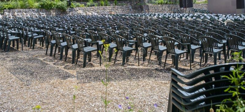Cadeiras verdes vazias foto de stock royalty free
