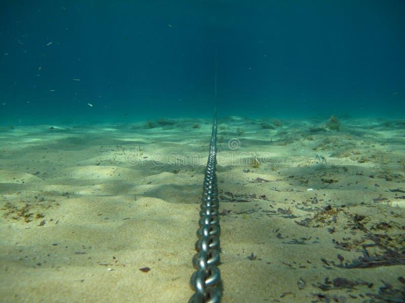 Cadena de ancla v1 subacuático fotos de archivo libres de regalías