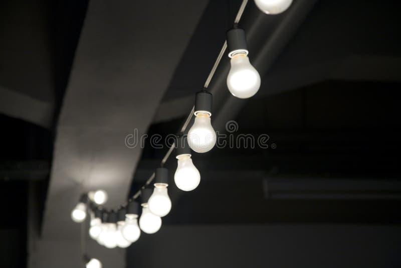 Cadena de bombillas imagen de archivo