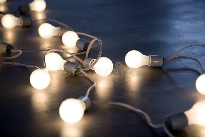 Cadena de bombillas imágenes de archivo libres de regalías