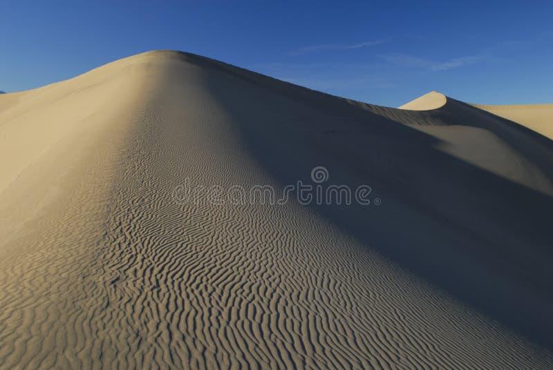 Cadena de dunas de arena grandes foto de archivo libre de regalías