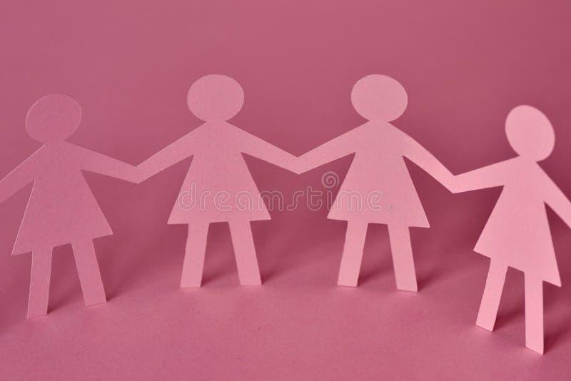Cadena de papel de las mujeres - concepto del trabajo en equipo foto de archivo