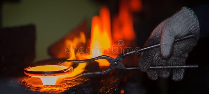 Cadena de producción caliente de la forja fotos de archivo libres de regalías