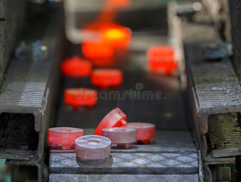 Cadena de producción caliente de la forja del engranaje de acero imagen de archivo