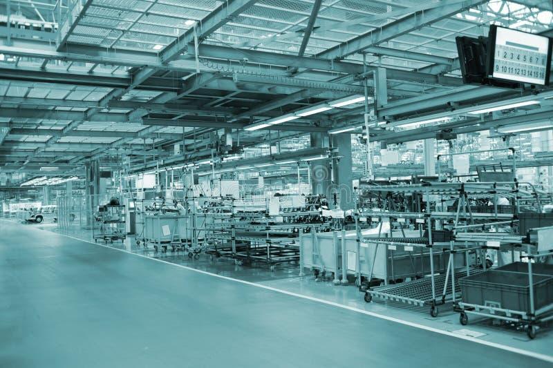 Cadena de producción de la nave de montaje del automóvil fotografía de archivo