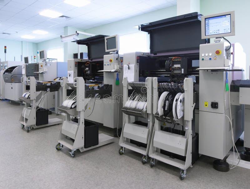 Cadena de producción del ordenador automático foto de archivo